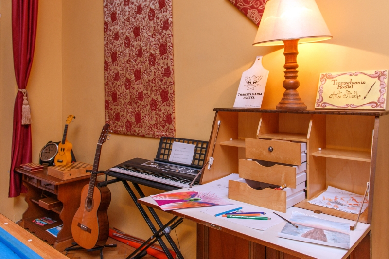 art-and-music-corner-at-transylvaia-hostel