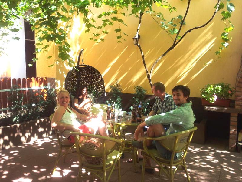 transylvania-hostel-garden1