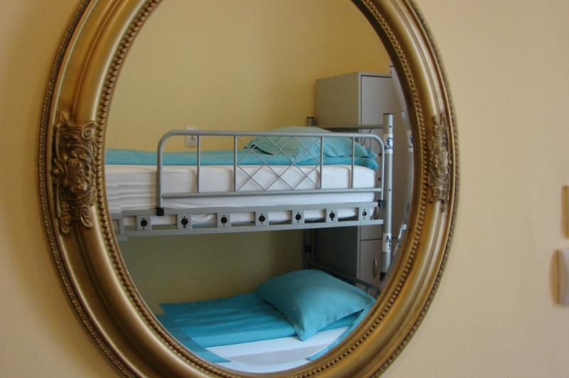 Dormitor comun cu 6 paturi